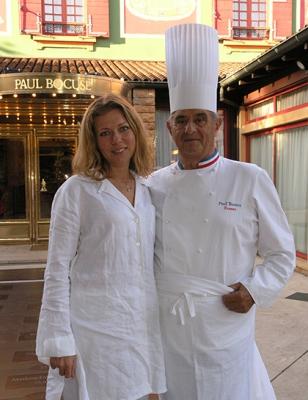 Великий шеф-повар Франции Поль Бокюз и продюсер «Историй» Лидия Григорьева. Лион. 2005г.